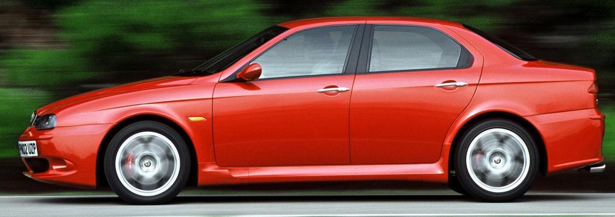 Alfa Romeo 156 z normalnymi klamkami drugiej pary drzwi